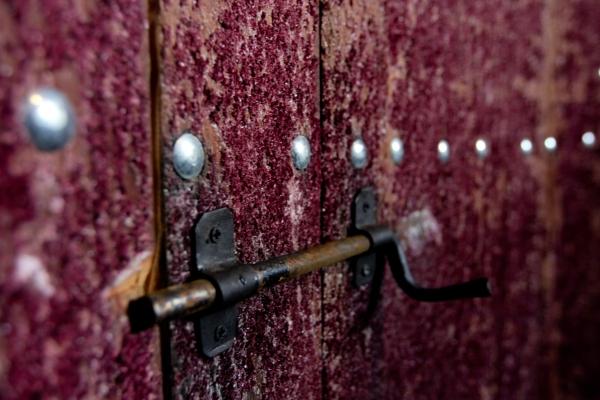 Interior de pipa de vinho, hoje readaptada para outros fins na Casa Fontanari (crédito: Gabi di Bella).
