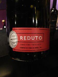 Poucas garrafas e um método de produção exigente: o Reduto é um dos poucos vinhos brasileiros de uvas passificadas.