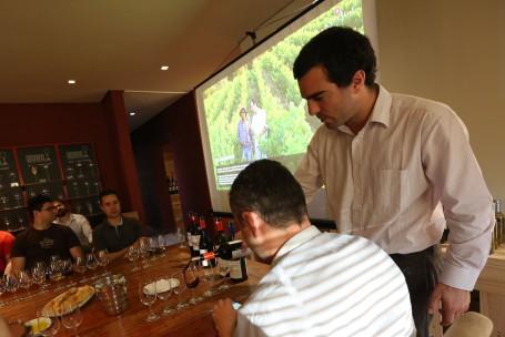 Gonzalo Silva Lecaro, gerente de exportações, apresenta os vinhos da Koyle (foto: Gabriela Di Bella)