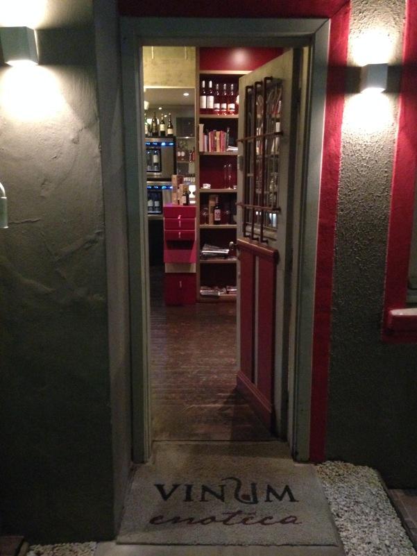 Porta de entrada: uma casa aconchegante, com boas opções de vinho e comidinhas que não deixam a desejar.