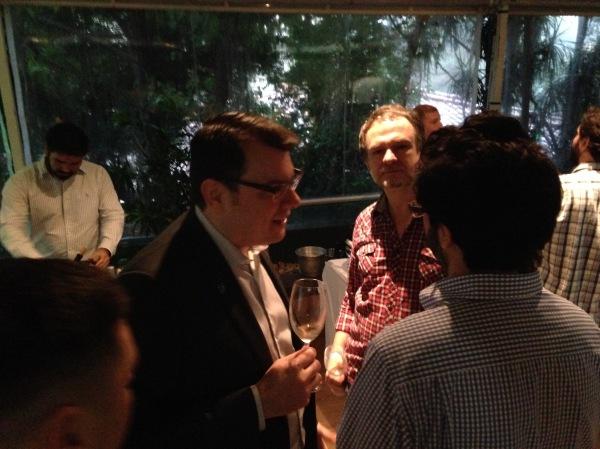 Presença discreta no evento, o sommelier Guilherme Corrêa, eleito duas vezes o melhor do brasil pela ABS, conversou com aqueles que souberam reconhecê-lo.
